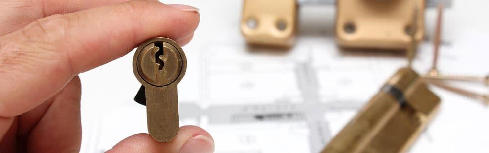 Låsesmed med nøglelås